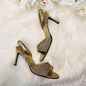 💘NEW LISTING💘 YSL gold heels